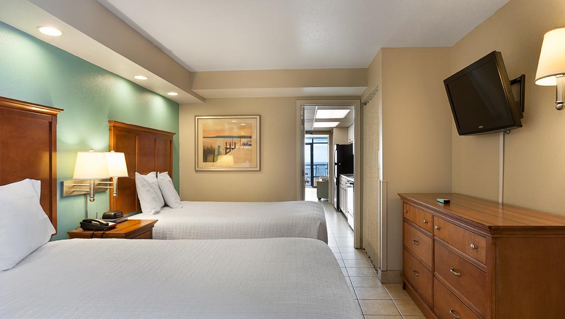 Deluxe oceanfront executive suite landmark resort suites for 2 bedroom oceanfront suites myrtle beach sc