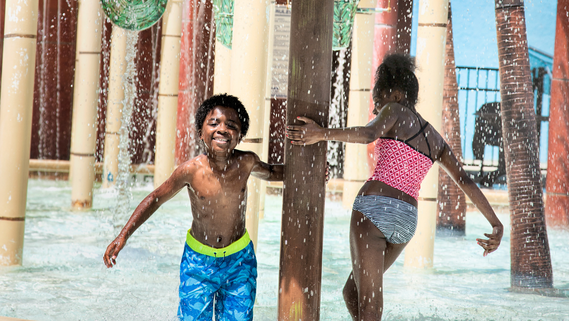 kids playing at h2oasis waterpark